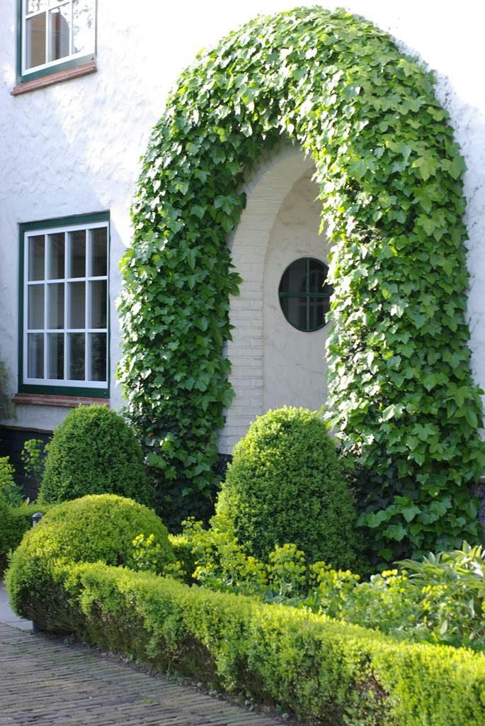 art topiaire sculpture en vert la terre est un jardin. Black Bedroom Furniture Sets. Home Design Ideas