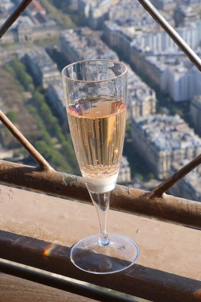 Tour Eiffel champagne