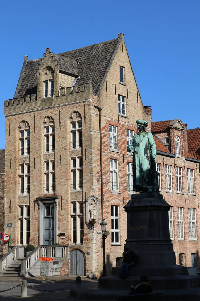 Place Jan Van Eyck Bruges (2)