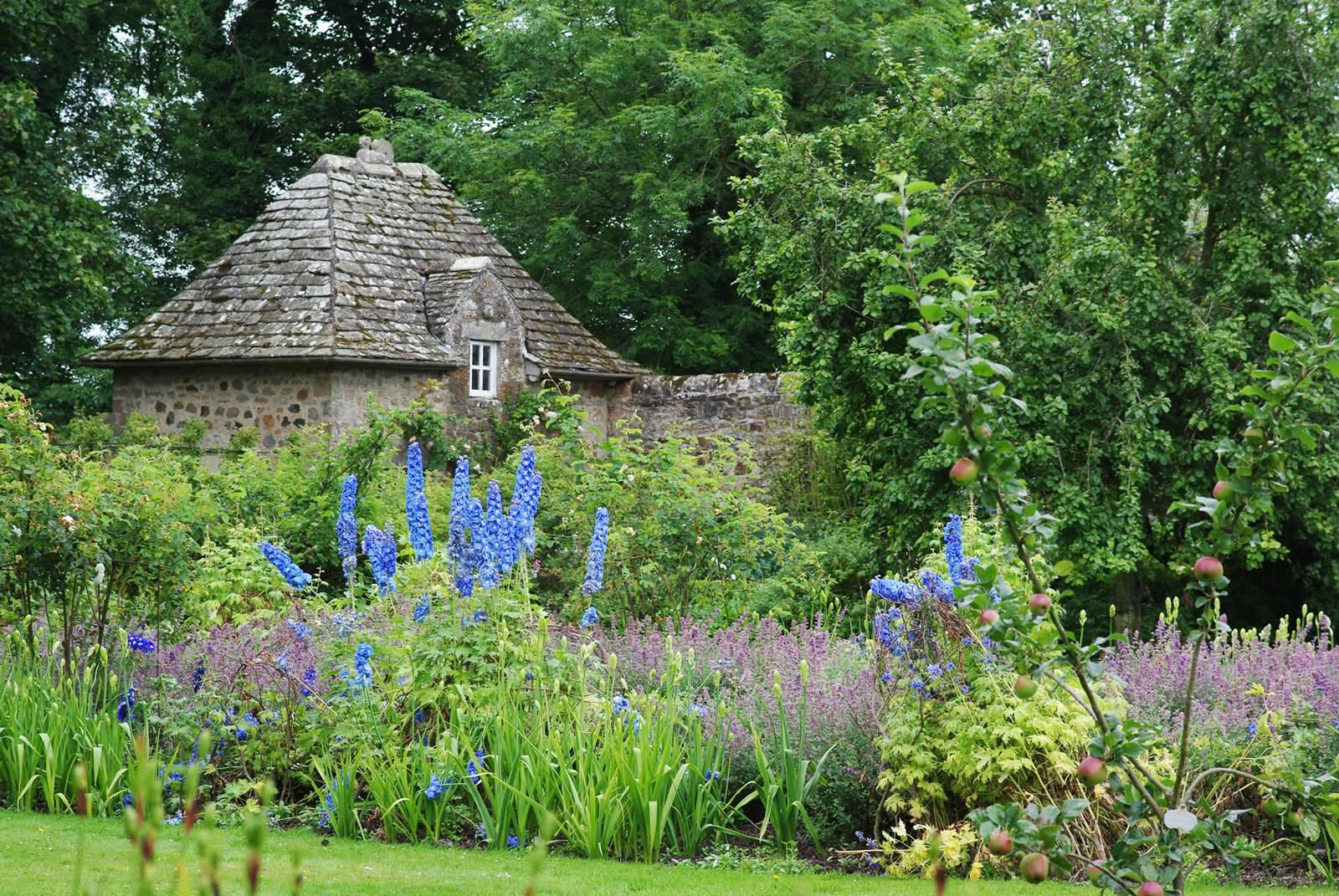 Kellie Garden Scotland (1)