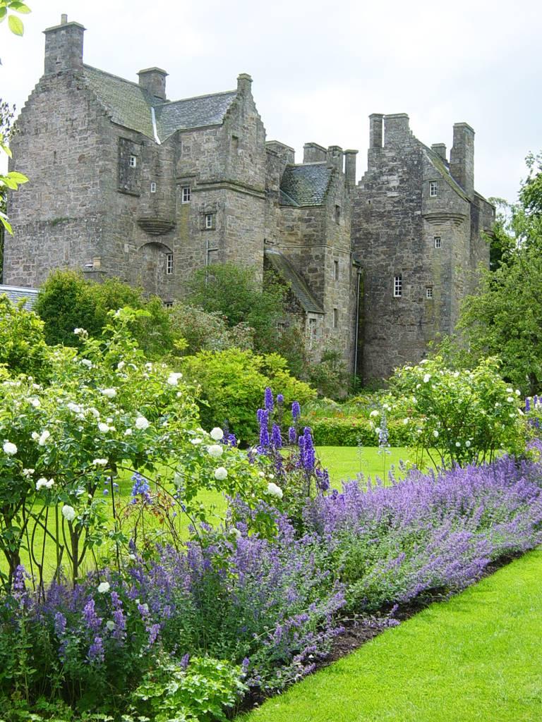 Kellie Garden Scotland (7)