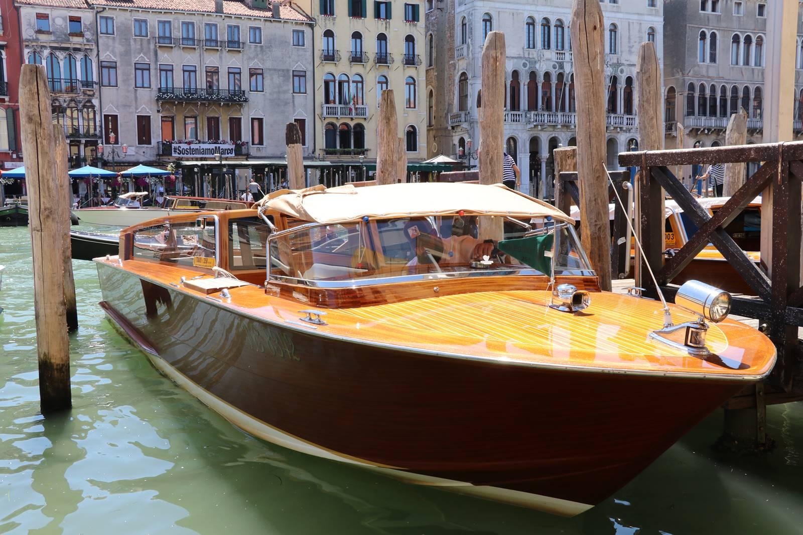 11 bateau Venise