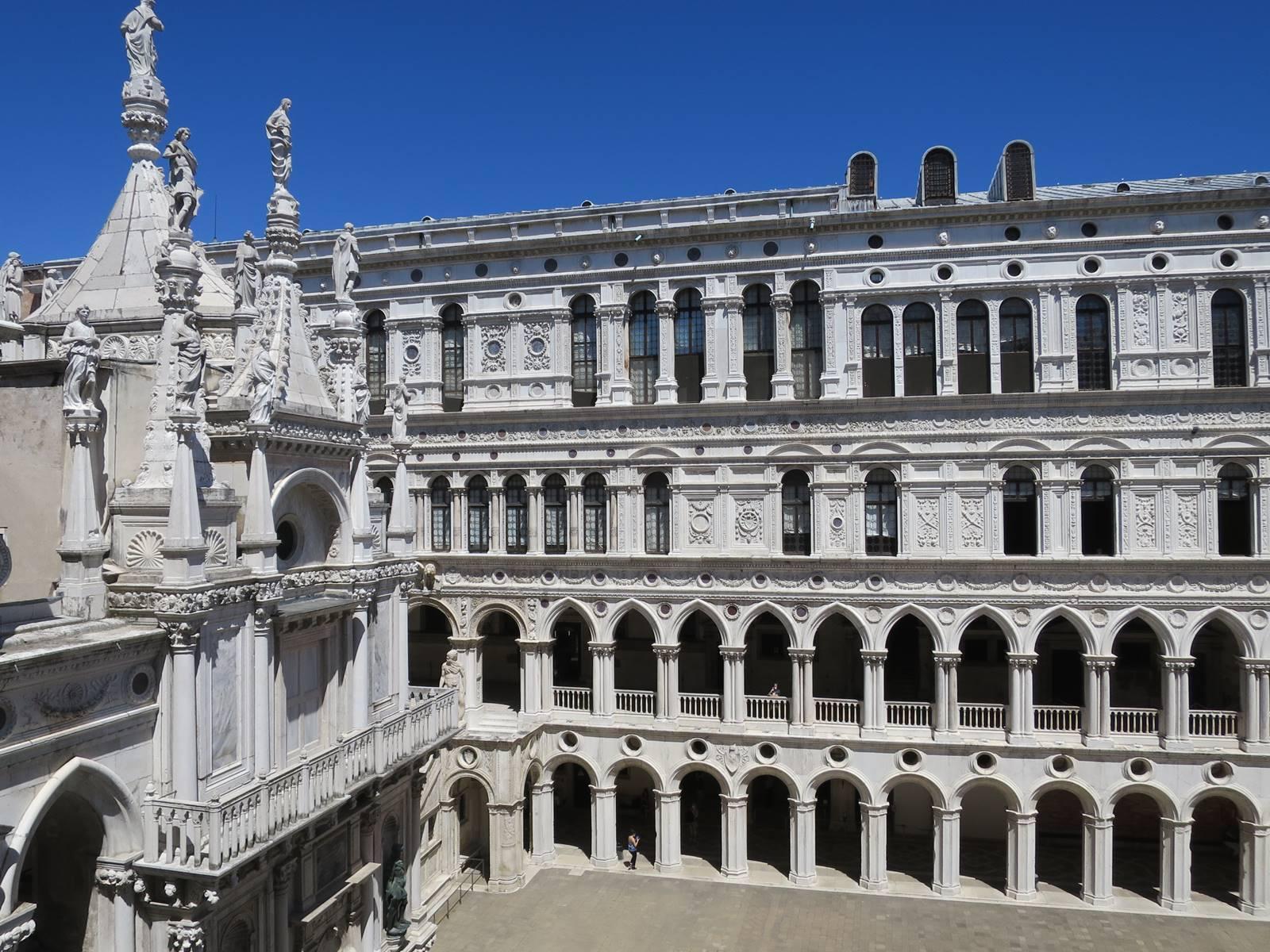 17 Cour du Palais des Doges Venise (6)