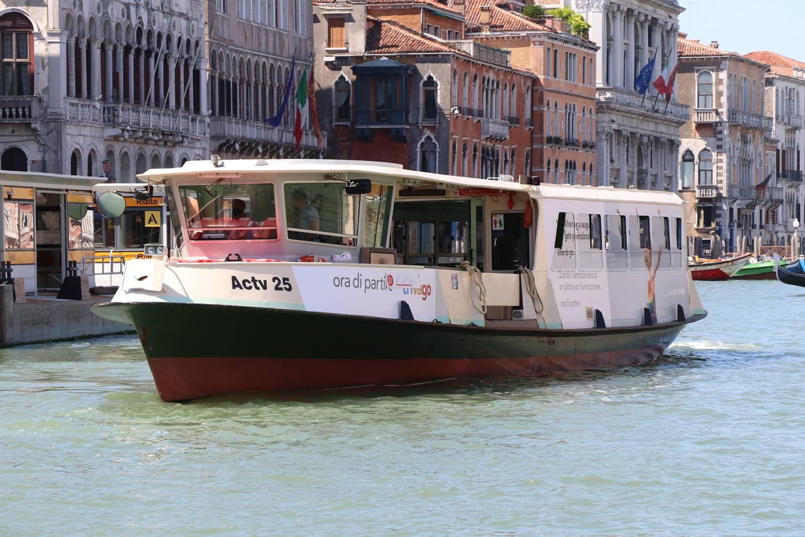 52 Vaporetto Venise